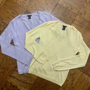 THEORY   2 Lot Cashmere V-Neck Sweaters Size M